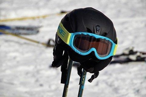 Is een motorhelm geschikt om mee te skiën?