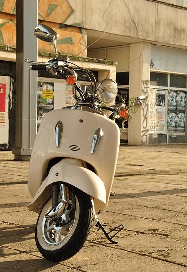 hoe zet je je scooter het beste op slot